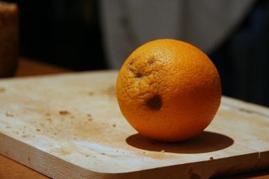 Une orange qui a la pêche